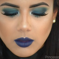 """BANDERSTNACH"" Blue Smokey Eye Ft. Alice Through The Looking Glass Palette."